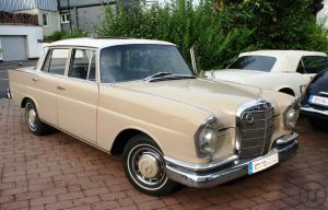 3-Mercedes Benz 220 SEB
