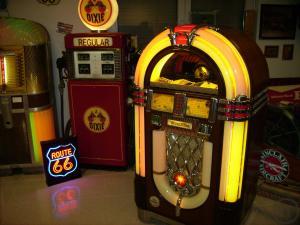 Kühlschrank Jukebox : Musikbox mieten jukebox rentinorio