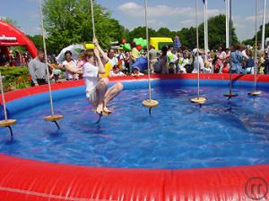 Fun Hangeln incl. aufbl. Pool / Wasserspiele / Teamsport / Action Games